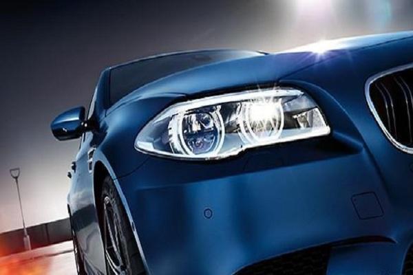 宝马第五代BMW M5四门轿车涡轮增压V8发动机老司