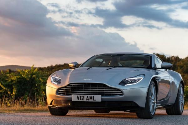 Aston_Martin-DB11_Lightning_Sliver-2017
