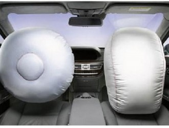 安全带和气囊是一个完整的安全体系 不要走入误