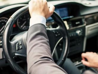 老司机为什么都喜欢离方向盘远点?更喜欢躺着开