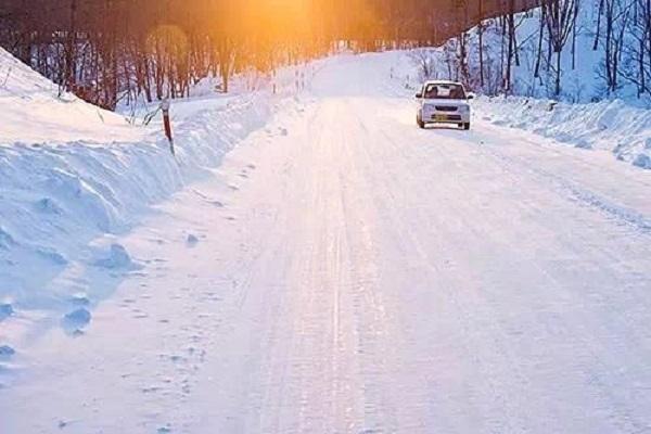 雪天车被冻住了怎么办?这几招让你更行车更安全