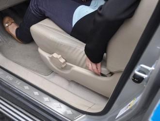 老司机开车时都喜欢把座位调到最后?原因值得所