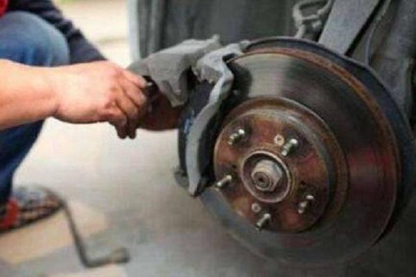 都知道新车要磨合,你知道刹车片也要磨合吗?