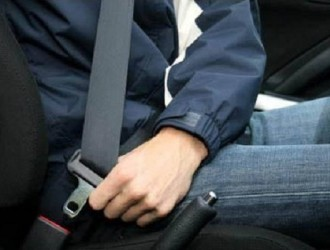 汽车安全带你会系吗 咔哒一声是安全声明