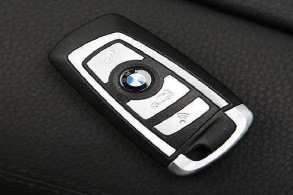 汽车钥匙的寿命是多久?没电时如何应急处理呢?