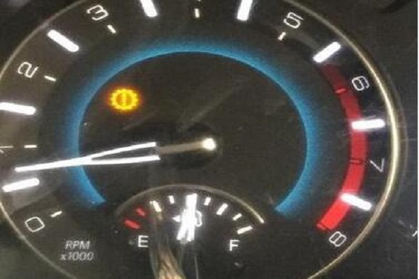 开车途中8个危险故障灯,千万要注意!