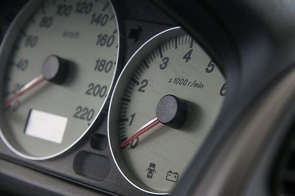 开车的五种坏习惯要不得,细节关乎安全!