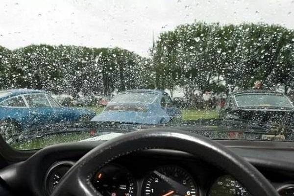 掌握这些行车技巧,新手也不怕雨夜开车啦