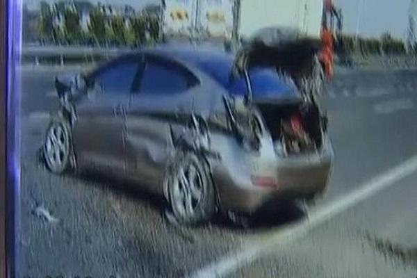 汽车撞上护栏后报废,安全气囊却没弹,4S店:不