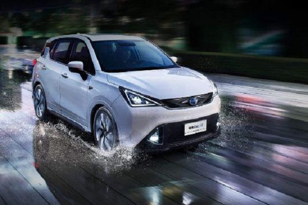 新能源车,到底选混动,还是纯电动?哪个更划算?