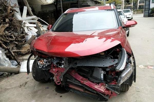 宝骏510车头严重撞毁安全气囊都没爆,厂家鉴定