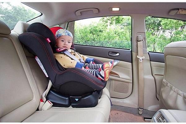 带宝宝出行汽车安全座椅是必备而非鸡肋!关键时