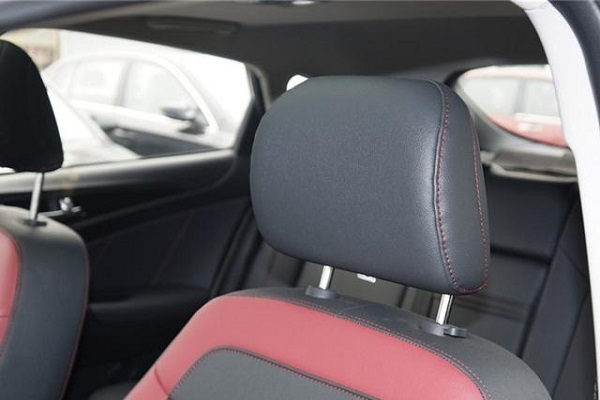 汽车最不能忽视的一项安全配置,主动头枕