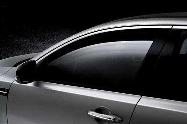很多老司机开车只开一侧窗户,很多人不知道。