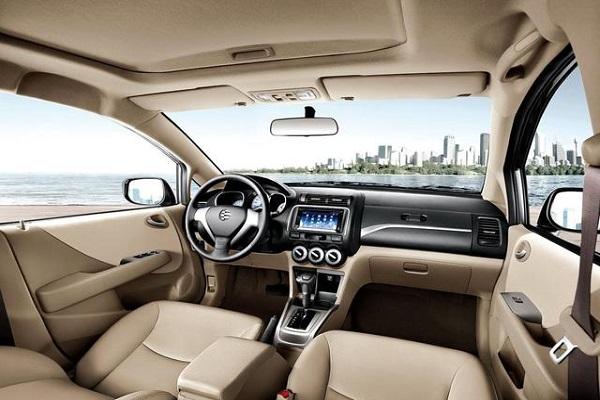 小轿车里坐在哪个位置是最安全的?
