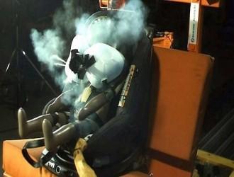 世界首创配有安全气囊的汽车儿童座椅面世