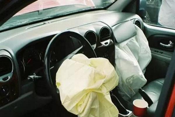 只有两个安全气囊的都是耍流氓!汽车到底配多少