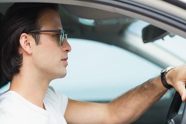 戴眼镜开车危险?老司机:那是你不懂!