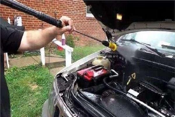 汽车发动机到底可不可以用水清洗?