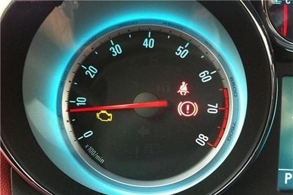 为什么车上有红颜色的故障灯亮就不能继续开了?