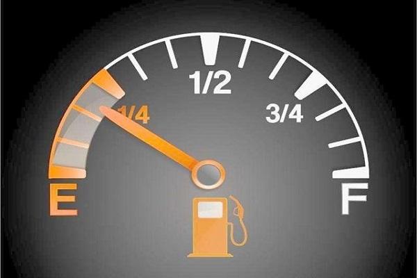 何时该去加油?燃油表指示和续航里程哪个更准确