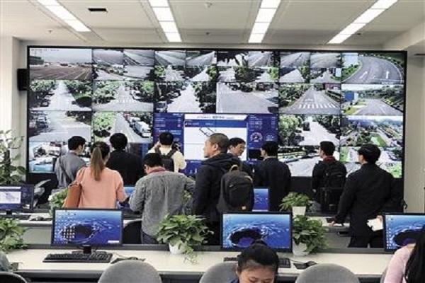 自动驾驶技术安全吗? 重庆车企自动驾驶步伐迈