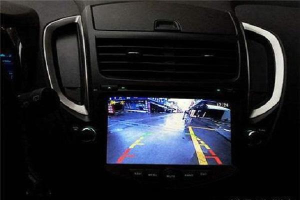 倒车时应该看左右后视镜 还是看倒车影像呢