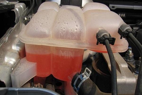 长期不换防冻液有什么危害?夏季也要换吗?