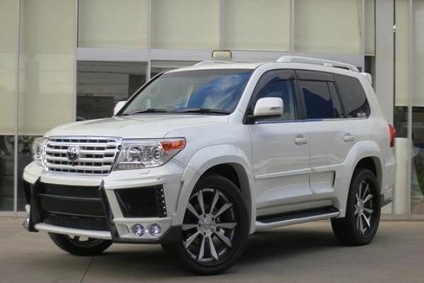 丰田这款SUV值得入手, 尺寸超大, 内饰豪华舒适!