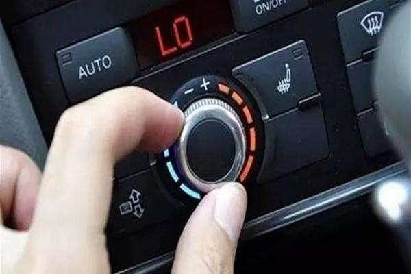 夏天一到,20年老司机教你一招,车内空调这么开,凉快又超省钱!