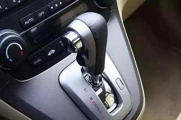 自动车型为什么会自动换挡?老司机说更费油,是