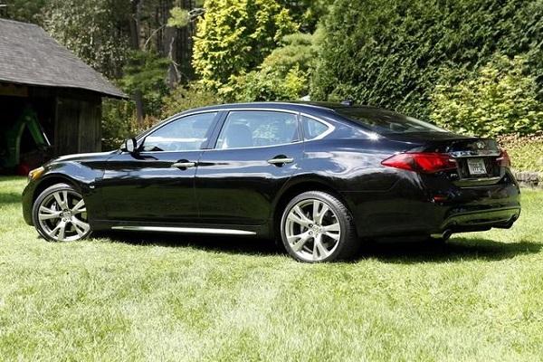 标配电吸门,起步就是V6发动机,和奥迪A6同档次,怒降8万卖A4价