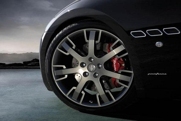 别再羡慕那些豪车的帅气的宽轮胎了,可能并不适合你