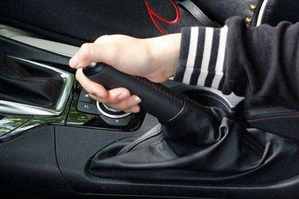 忘记松手刹开车有什么危害?对车影响大吗?