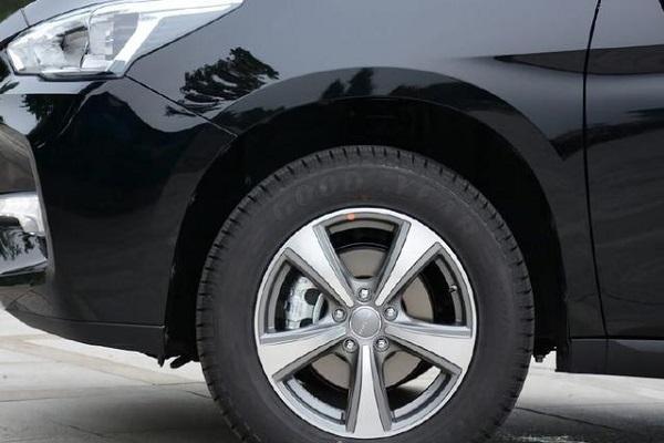 长城最不该被埋没的SUV,四轮独悬+ESP仅8万,却
