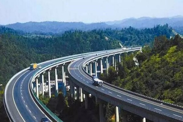 高速路上这两种线是作用是什么,压了会不会扣分