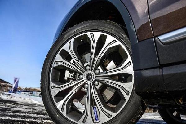 公认最厚道的SUV,231马力卖13万,比汉兰达能装