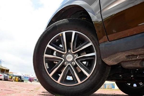 唯一7万配ESP+四轮独悬的大SUV,后排比肩途观,