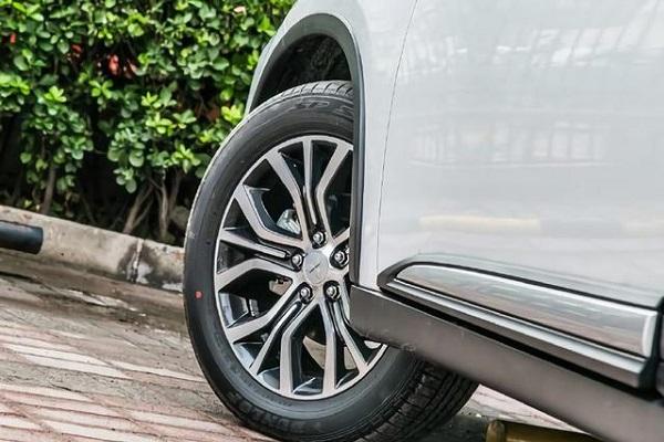 10来万的SUV中,最稳的选择是它!质保5年配原装进口发动机+8气囊