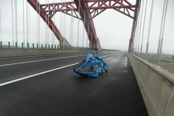 在高速公路上遇到这些突发情况怎么办?老司机也不一定知道