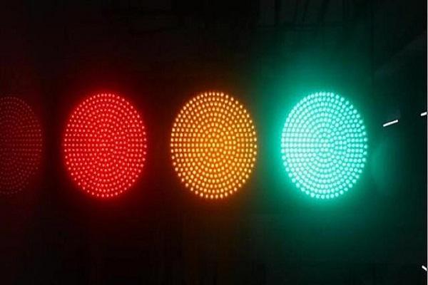 红灯可不可以右转?新手司机要注意,看过后你就