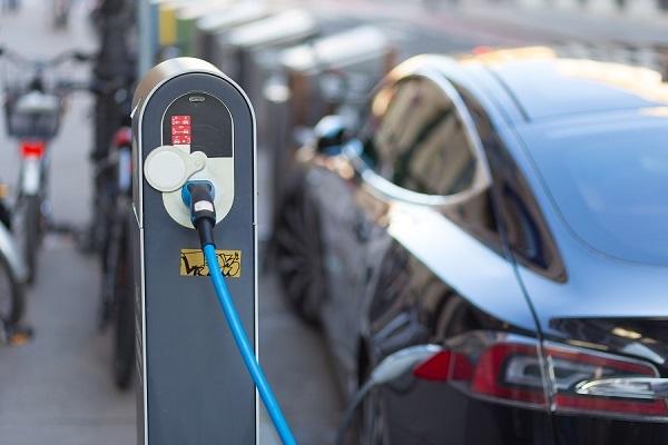 预见2019新能源车市:新旧势力正面交锋;跨国巨