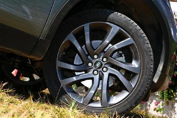全系9AT+8气囊,这豪车用料比宝马实在,却一跌1