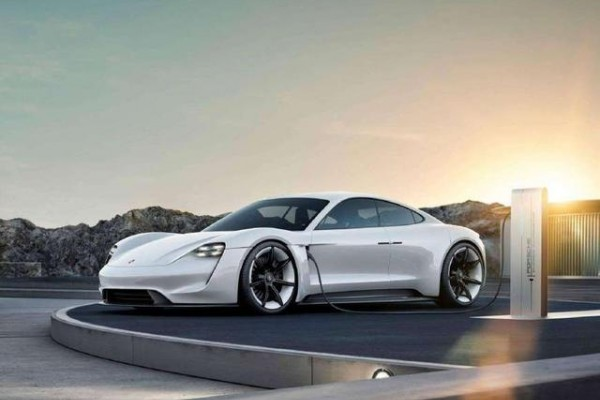 保时捷Taycan预计2019年量产,充电15分钟可获80