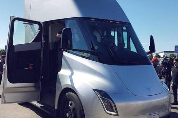 特斯拉纯电动重型卡车Semi,或于明年开始量产