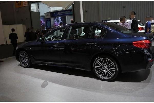 宝马7系改款上市,轴距3.1米,比奔驰E级还大,懂车的都买它