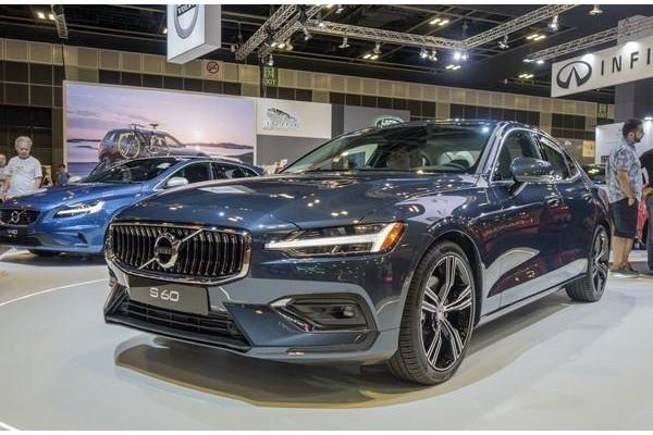 买A4不如买它,这车具有爆款潜质,轴距2米9,豪华不输BBA