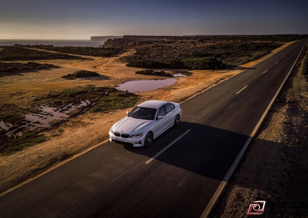 BMW-330e_Sedan-2019-1600-11
