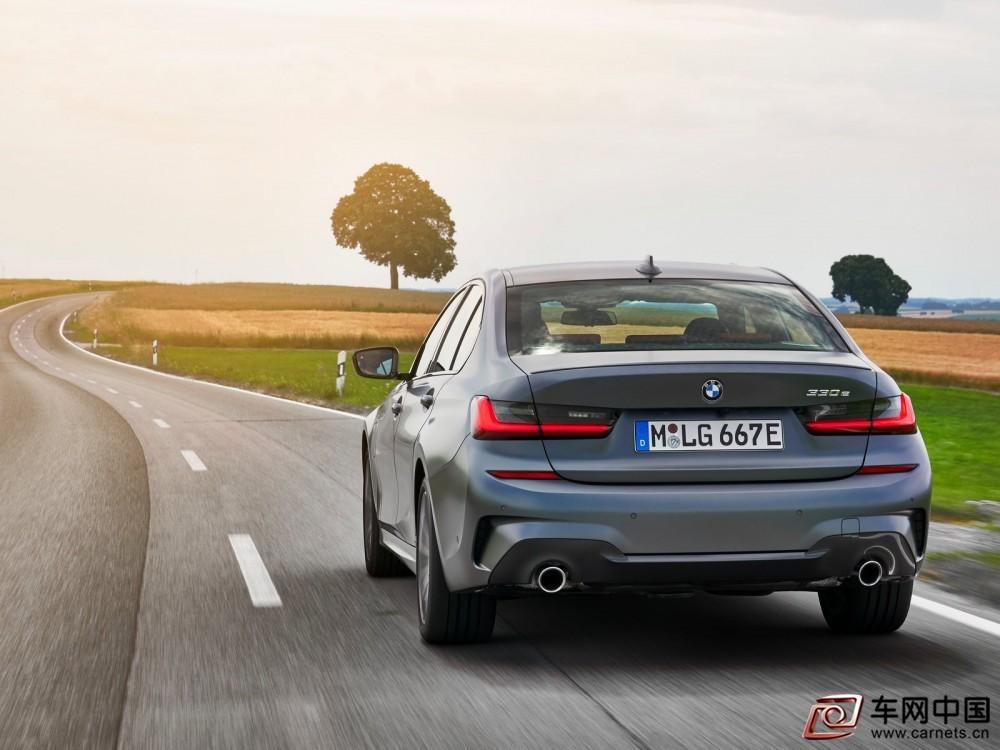 BMW-330e_Sedan-2019-1600-39