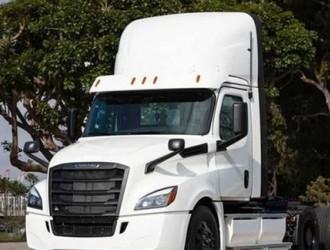 戴姆勒交付纯电卡车 带电550度能跑400公里